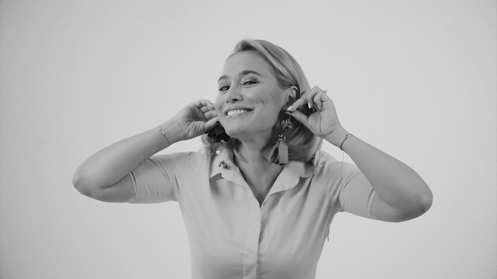 Andreea Esca recomanda bijuterii pentru femei puternice